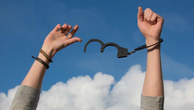 undo the hangcuffs